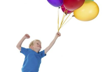 Kind mit Ballons (2)